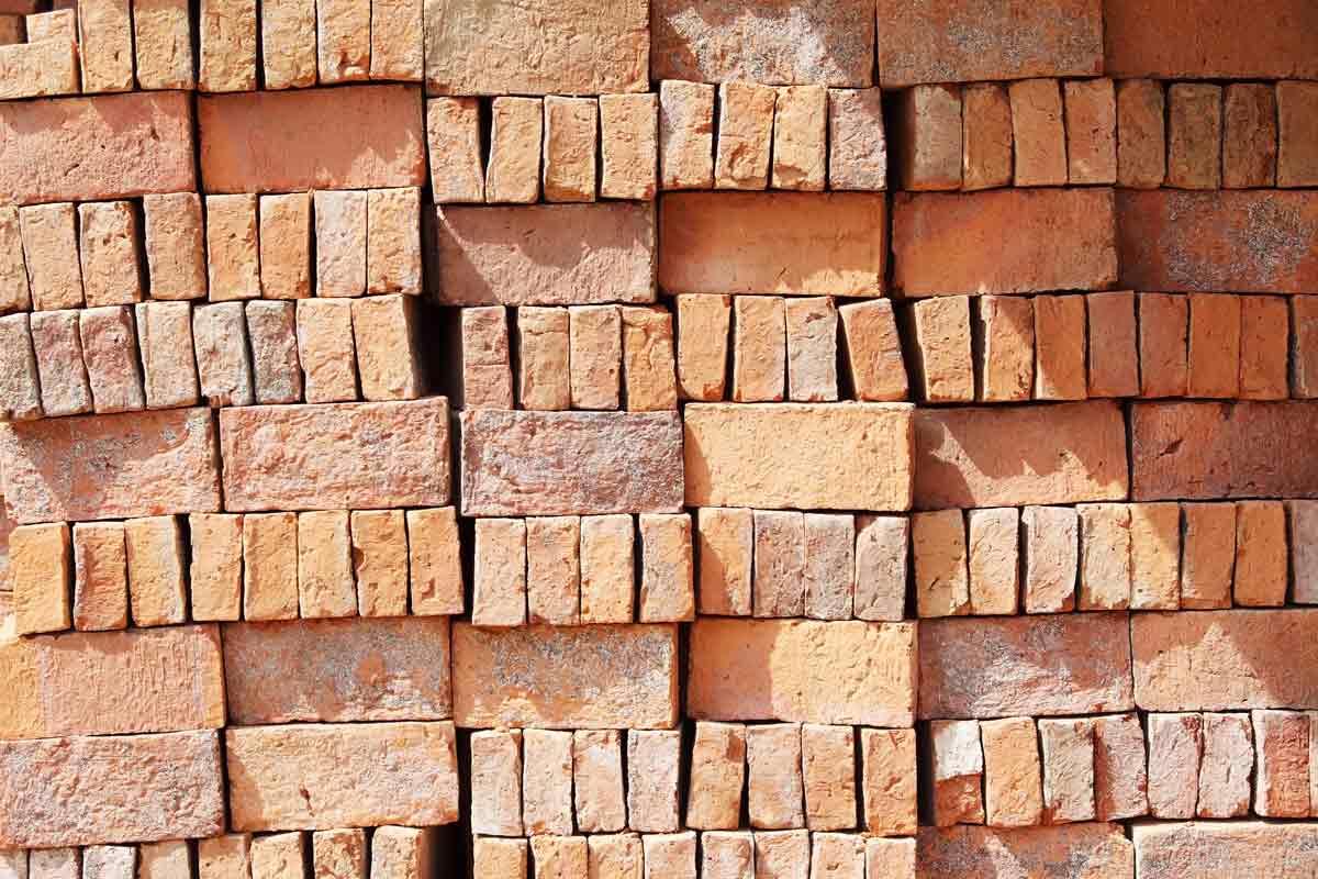 Material adobe, la arcilla y la cal hidráulica en la construcción