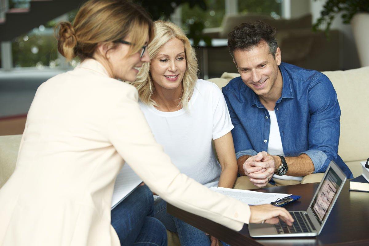 Comprar través de una agencia inmobiliaria